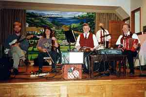 Pete Kelly centre and his band at a ceili in August 2000 in Mineola, New York. Photo by Maura Mulligan.