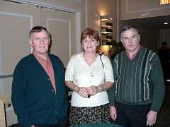 Linda Wearn from Detroit with Liam Grealis and Pat Friel of Heather Breeze at the Nevele Hotel. Photo by Dave Braun.